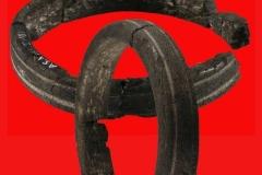 Armreifen (Durchmesser ca. 9,5 cm) aus Lignit, um 600 v.Chr.